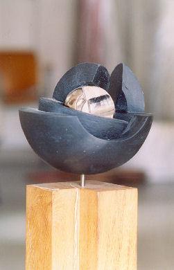 Sfera in terracotta di Romano Mazzini