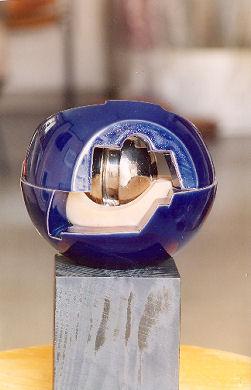 Sfera di ceramica e refrattario di Romano Mazzini.